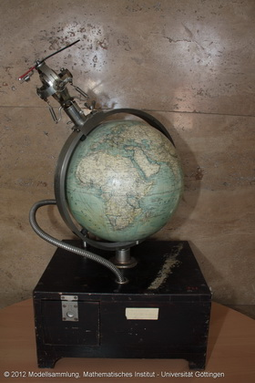 Model of the gyro compass with globe built-in elevator mechanism